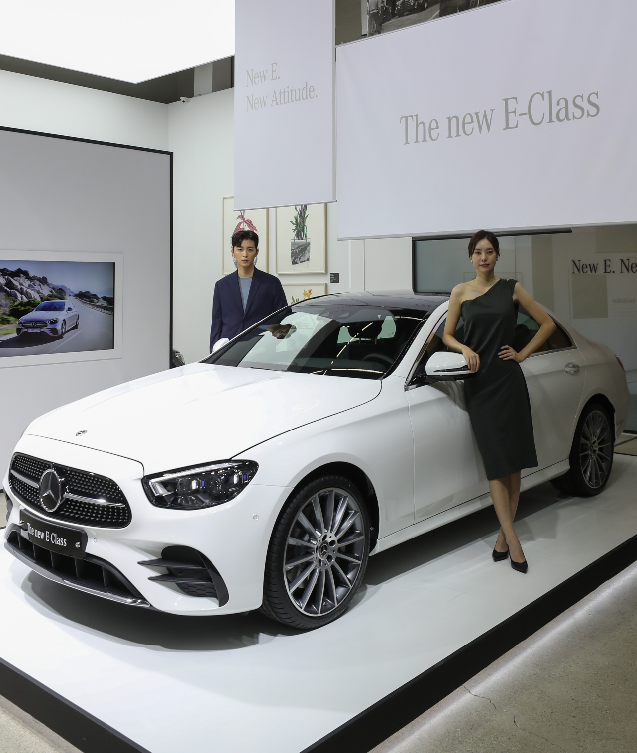 Models pose with the New Mercedes-Benz E-Class during an event in Sinsa-dong, Seoul, Tuesday. (Yonhap)