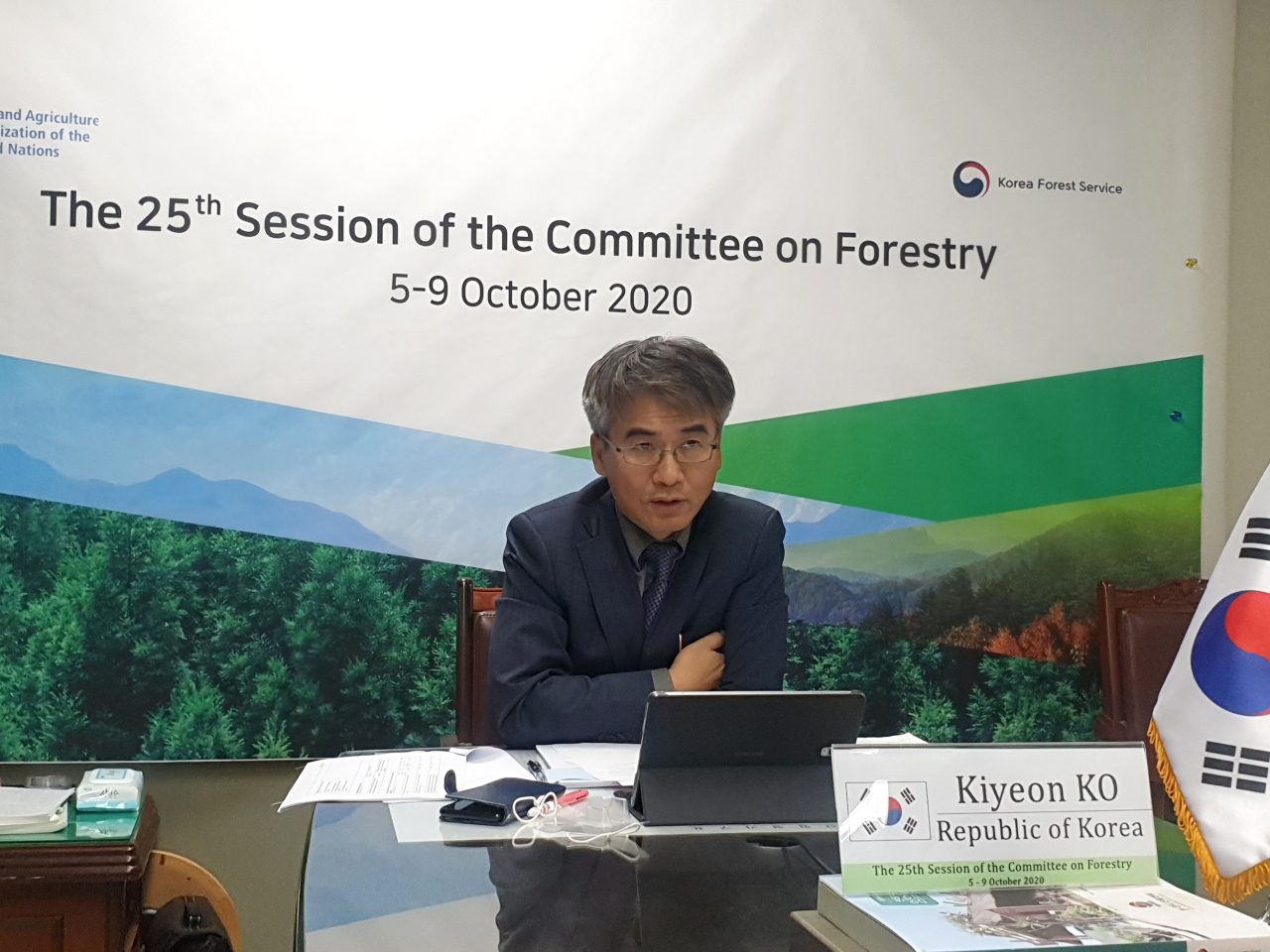Ko Ki-yeon, the director general of International Affairs Bureau at the Korea Forest Service, participates in discussions at the UN FAO COFO's session held via video conference. (Korea Forest Service)