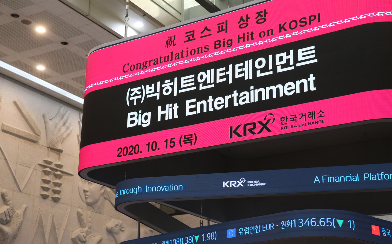 An electric board at the Korea Exchange showing Big Hit Entertainment's market debut on the nation's main bourse Kospi Thursday. (Korea Exchange)