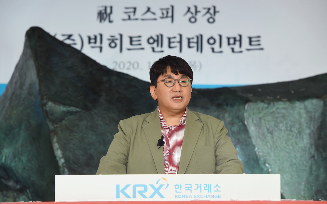 Big Hit Entertainment CEO Bang Si-hyuk attends the company's IPO ceremony at the KRX headquarters in Seoul Thursday. (Yonhap)