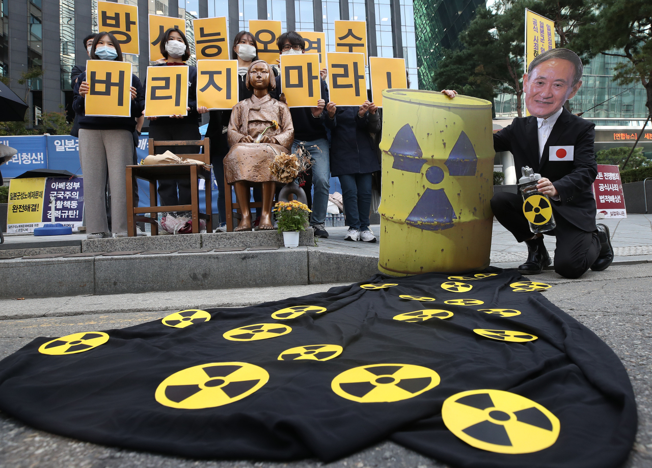 Demonstrators protest the Japanese government's plan to discharge contaminated water into the ocean in front of the old Japanese Embassy in Seoul on Monday. (Yonhap)