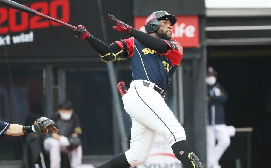 In this file photo from Oct. 11, 2020, Mel Rojas Jr. of the KT Wiz hits a solo home run against the Doosan Bears in the bottom of the fifth inning of a Korea Baseball Organization regular season game at KT Wiz Park in Suwon, 45 kilometers south of Seoul. (Yonhap)
