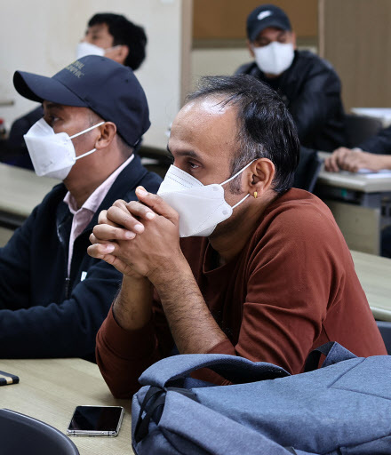 Migrant workers attend a press conference on the plight they face in Korea, in central Seoul on Sunday. (Yonhap)