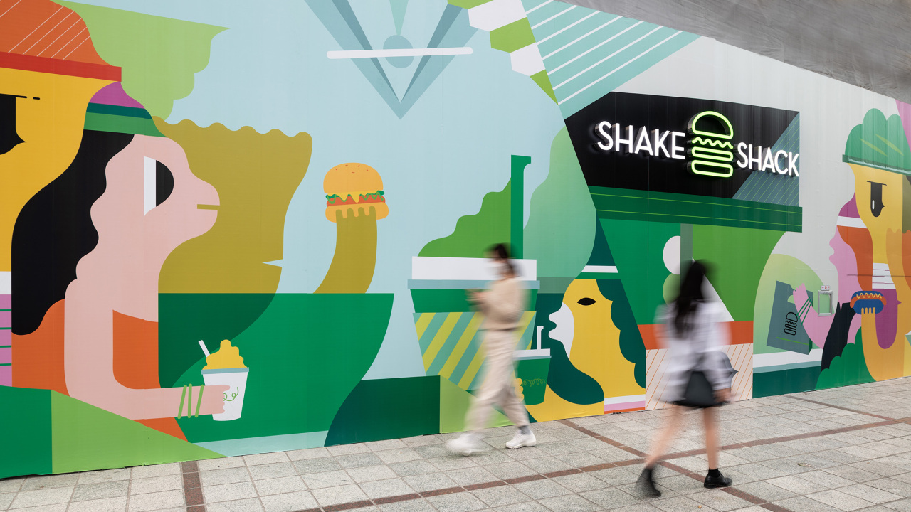 Art by graffiti artist Junk House is drawn on the Shake Shack store fence inside Galleria Timeword in Daejeon. (SPC Group)
