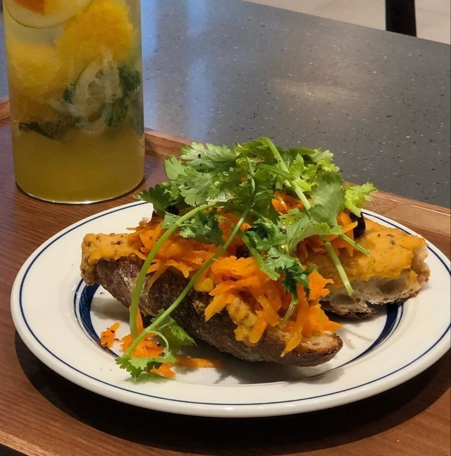 Mia Nonna Carrot Hummus Sandwich: Carrot hummus sandwich (Photo credit: Mia Nonna)