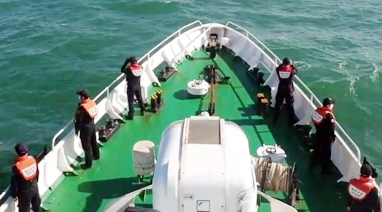 South Korea's Coast Guard searches for a missing Seoul fisheries official shot dead by North Korea, Sept. 25, 2020. (Yonhap)