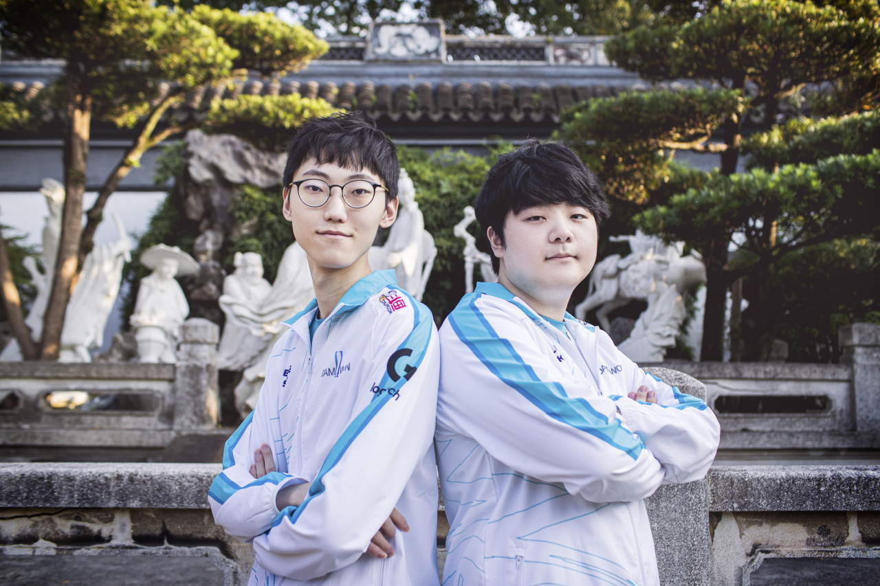 Nuguri (left) and Canyon of Damwon Gaming (Riot Games)