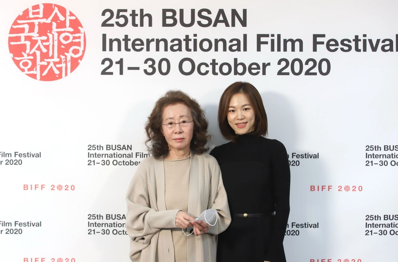 """Han Ye-ri, who played Korean immigrant mom Monica and Youn Yuh-jung, who played Korean grandma Soon-ja in """"Minari"""" poses after press conference held via Zoom Friday as part of Busan International Film Festival. (BIFF)"""