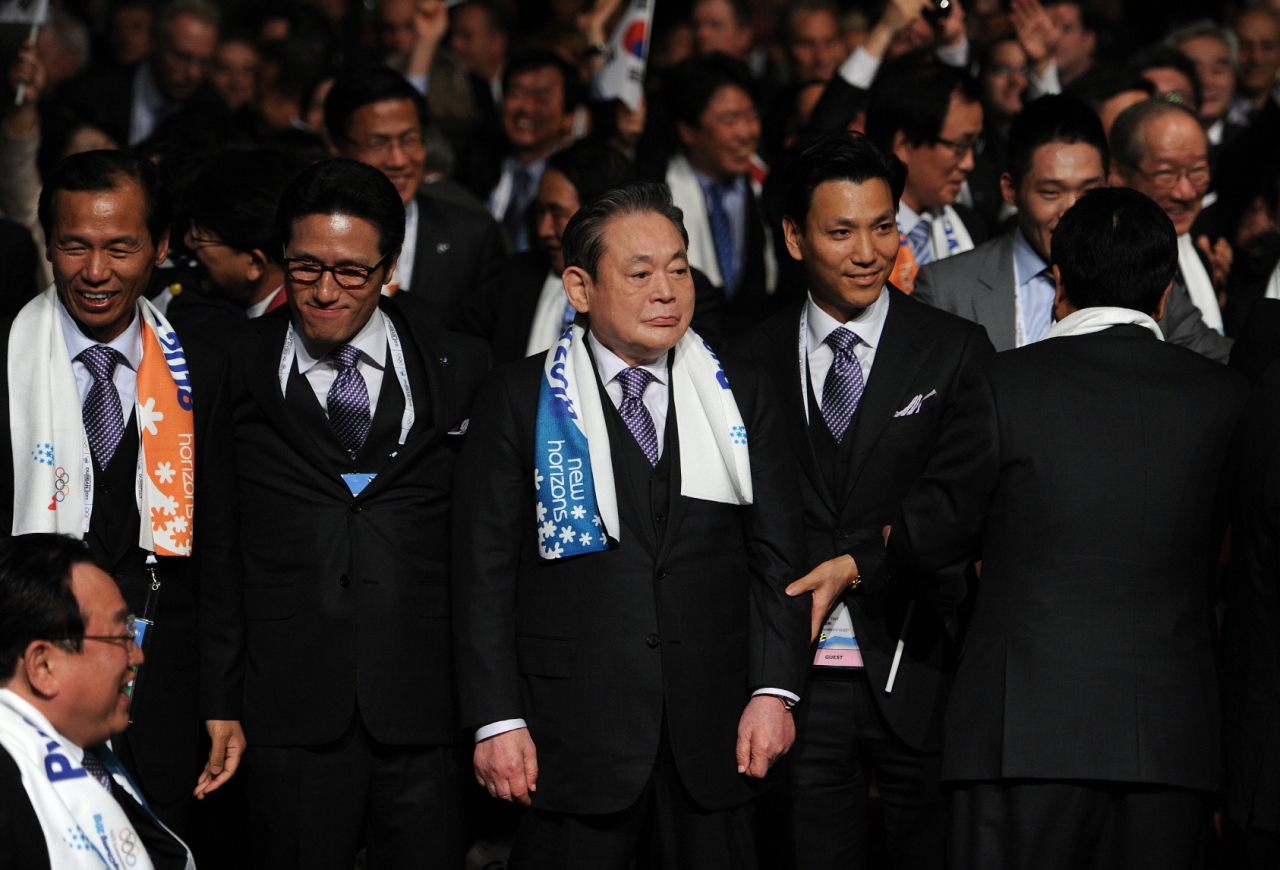 At the announcement of Pyeongchang's bid to host the 2018 Winter Olympics (Samsung)
