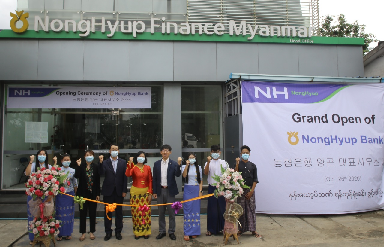Kim Jong-hee, head of NongHyup Finance Myanmar (fourth from left), local managers and employees pose for a photo to celebrate the opening of a new branch office in Yangon, Myanmar. (NH NongHyup Bank)