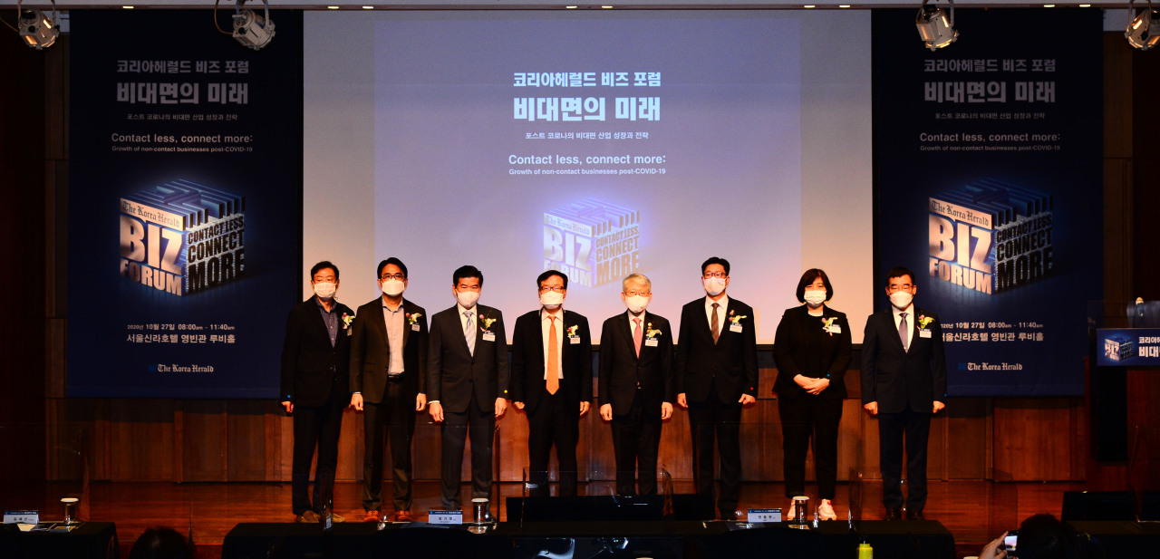 From left: Seoul National University professor Kim Ran-do; Amazon Global Selling Korea chief Lee Sung-han; American Chamber of Commerce in Korea Chairman James Kim; Herald Corp. CEO Kwon Chung-won; Science and ICT Minister Choi Ki-young; Fair Trade Commission Vice Chairman Kim Jae-shin; Samsung Electronics Vice President Jamie Choi; and Herald Corp. Executive Vice President Kim Bo-hyun attend The Korea Herald Biz Forum held at The Shilla in Seoul on Tuesday. (Park Hae-mook/The Korea Herald)