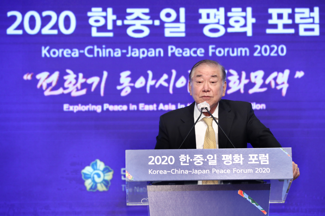 Moon Chung-in, South Korean President Moon Jae-in's special security adviser, delivers a keynote speech at a forum in Seoul, Oct. 27, 2020. (Yonhap)