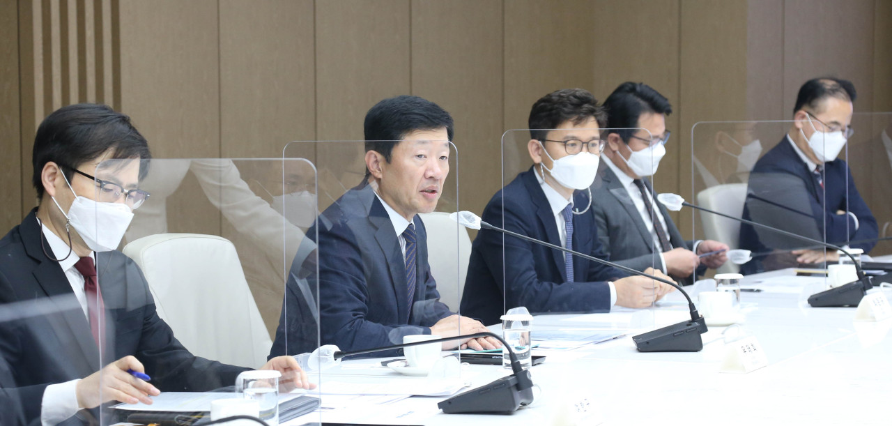 KCCI Vice Chairman Woo Tae-hee speaks at a meeting with companies entering New Northern countries on Thursday. (KCCI)