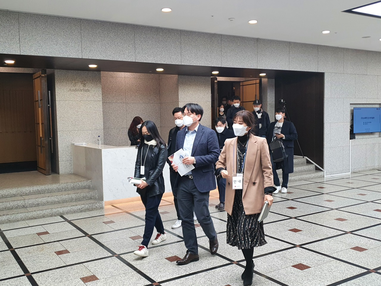 Shareholders exit the auditorium after the shareholders meeting. (Kim Byung-wook/The Korea Herald)