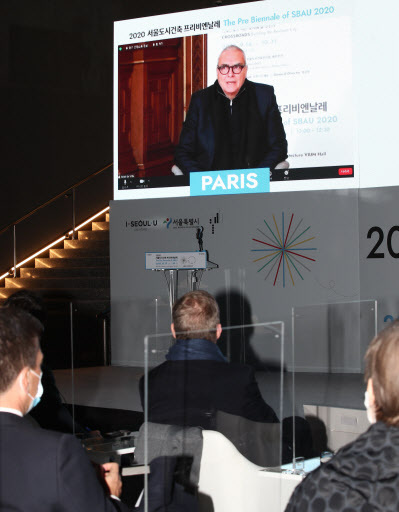 Dominique Perrault, general director of the Seoul Biennale of Architecture and Urbanism, speaks at a pre-biennale event in Paris. (Yonhap)