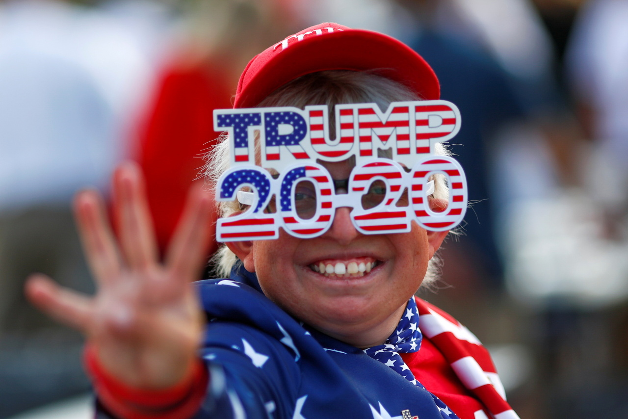 A supporter gestures before a campaign rally from Donald Trump Jr for US President Donald Trump ahead of the Election Day, in Scottsdale, Arizona, US. (Reuters-Yonhap)