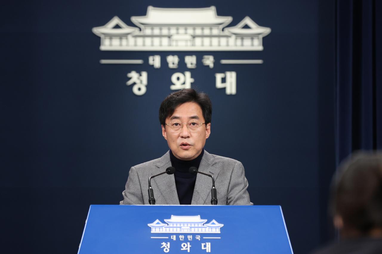 Cheong Wa Dae spokesperson Kang Min-seok. Yonhap