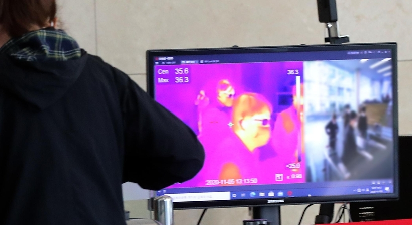 An infrared thermal camera is installed at an office in Seoul on Thursday. (Yonhap)