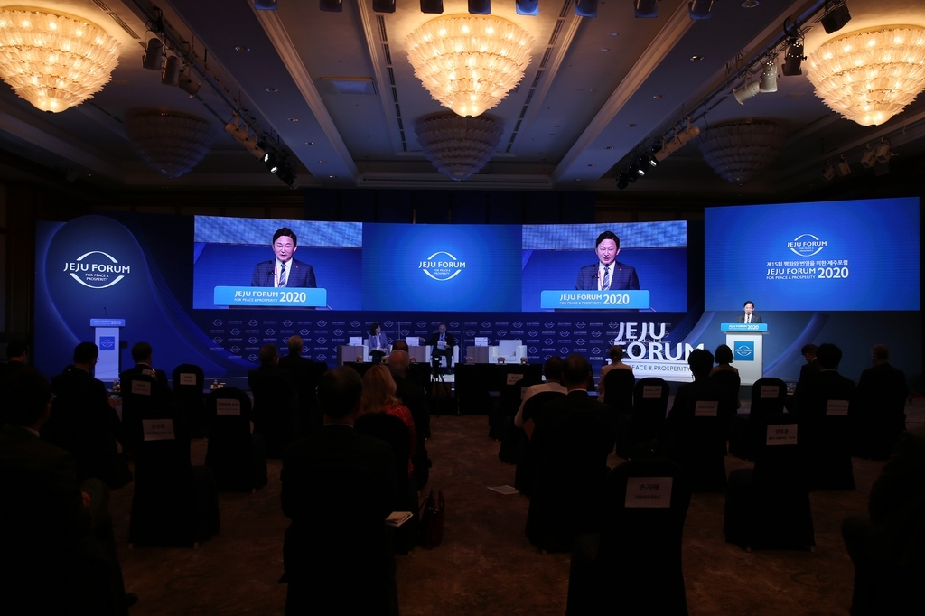 Jeju Gov. Won Hee-ryong speaks during the opening ceremony of the Jeju Forum for Peace and Prosperity on the southern island of Jeju on Friday, in this photo provided by the forum. (Yonhap)