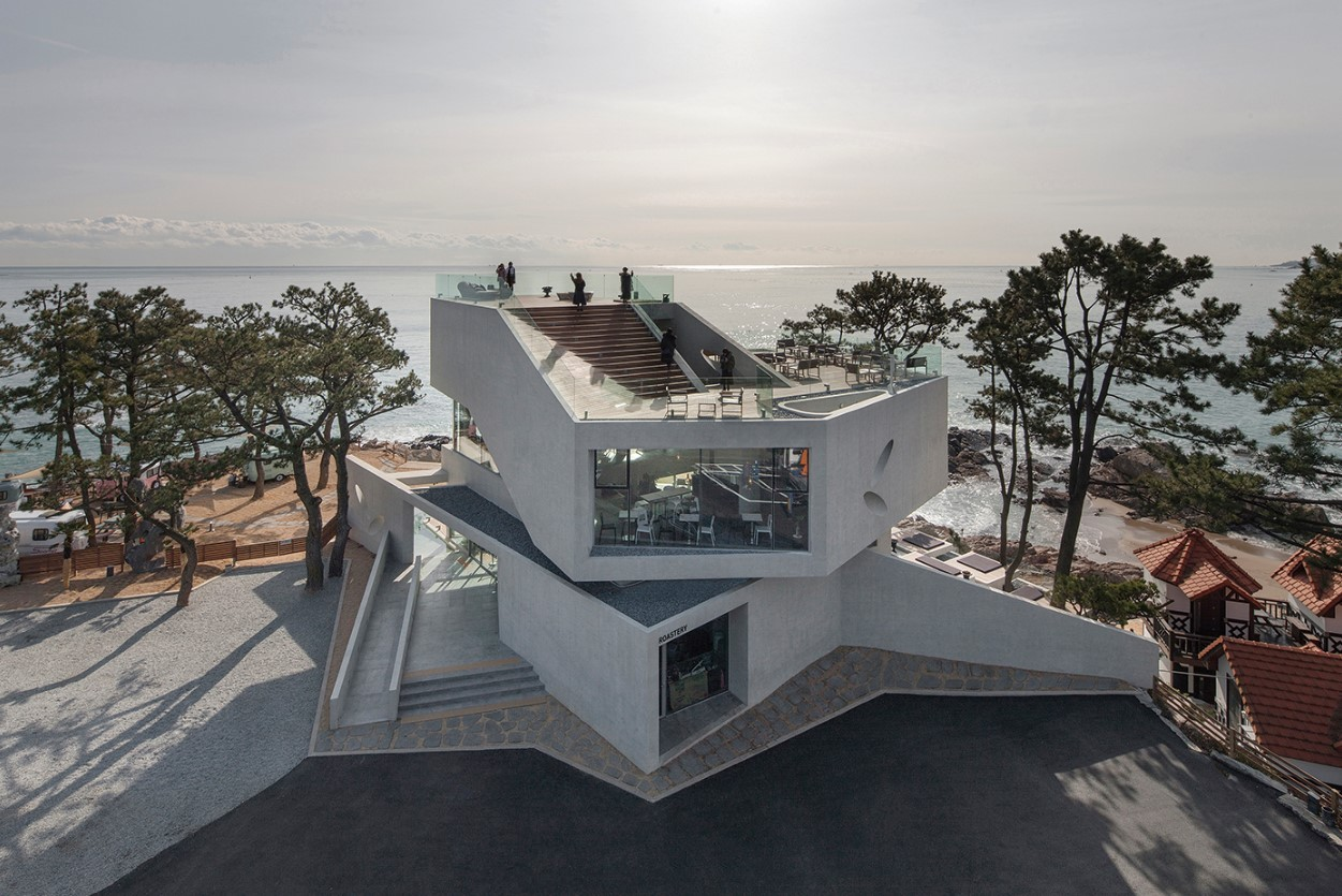 Waveon Coffee in Busan, designed by architect Kwak Hee-soo (Kim Jae-youn)