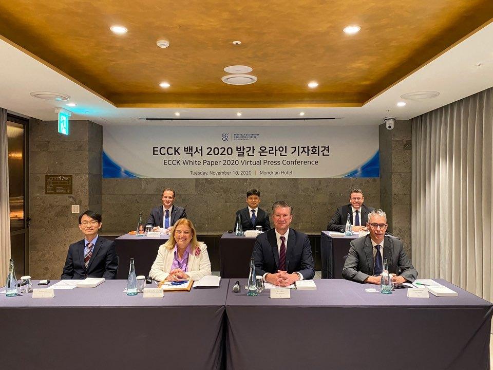 From left, front row, are Andrew Kim, director of external affairs of Mercedes-Benz Korea; Maria Castillo-Fernandez, ambassador of the European Union to the Republic of Korea; Dirk Lukat, ECCK chairperson and CEO of Schenker Korea; and Christoph Heider, ECCK president. (ECCK)