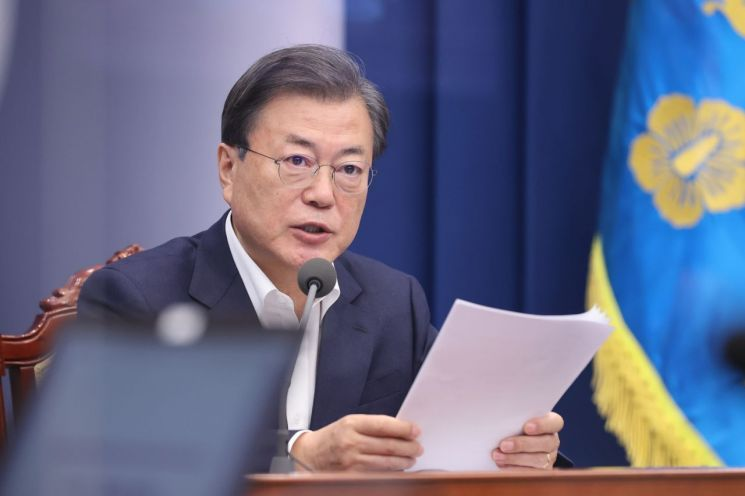 This photo, taken on Monday, shows President Moon Jae-in speaking during a meeting with his senior secretaries at the presidential office Cheong Wa Dae in Seoul. (Yonhap)