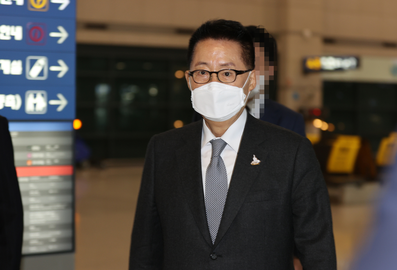 National Intelligence Service chief Park Jie-won arrives at the Incheon International Airport on Wednesday. (Yonhap)