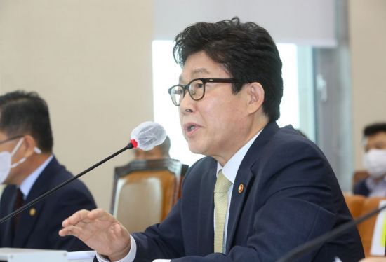 Cho Myung-rae, Minister of Environment (Yonhap)
