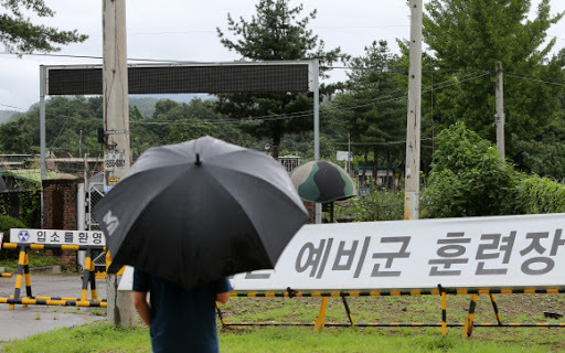 In this file photo, taken on Aug. 21, the gate to a boot camp, used to train reserve forces, is closed in the South Korean border town of Yeoncheon, north of Seoul. (Yonhap)
