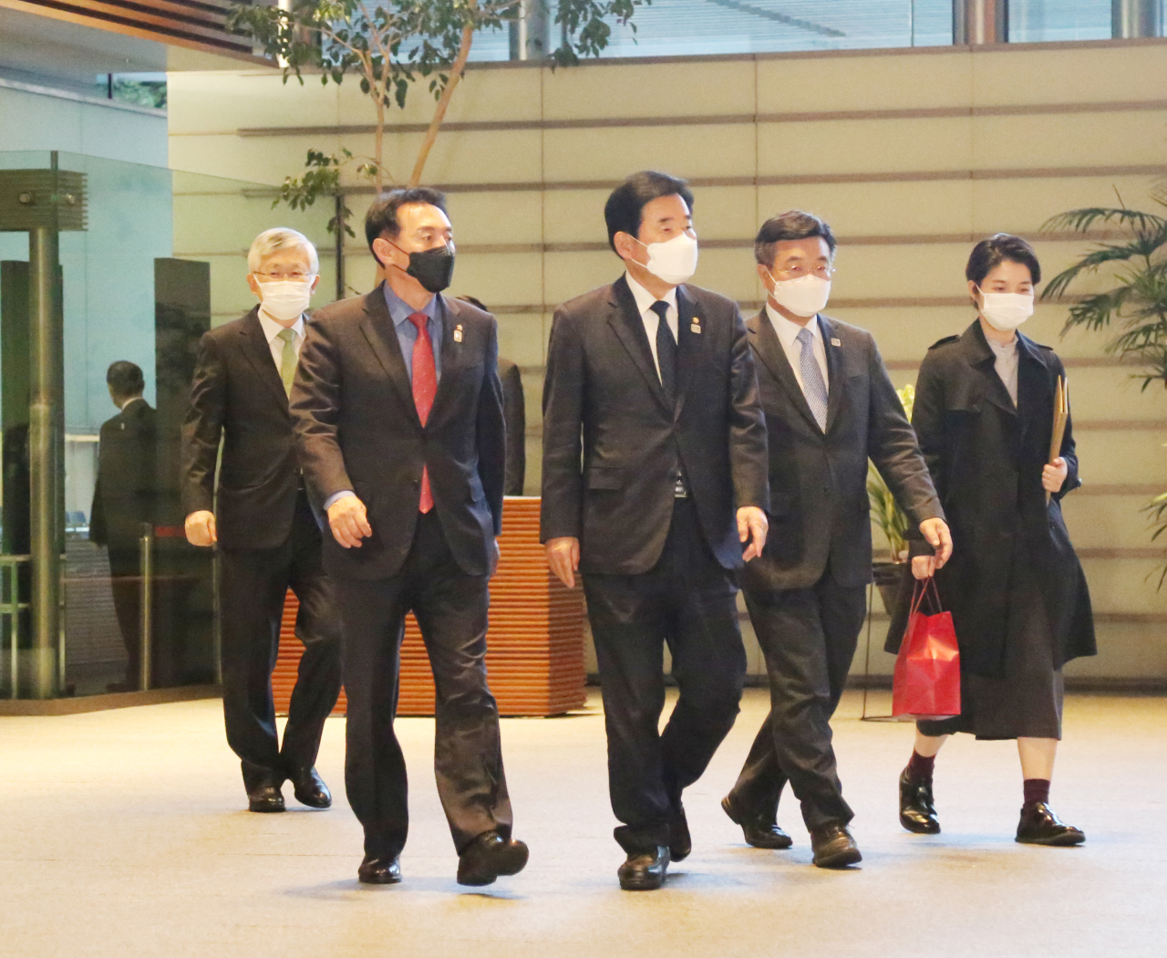 Ruling Democratic Party's Rep. Kim Jin-pyo (center) and other members of the Korea-Japan Parliamentarians' Union head to the meeting with Japanese Prime Minister Yoshihide Suga on Friday in Tokyo.(Yonhap)