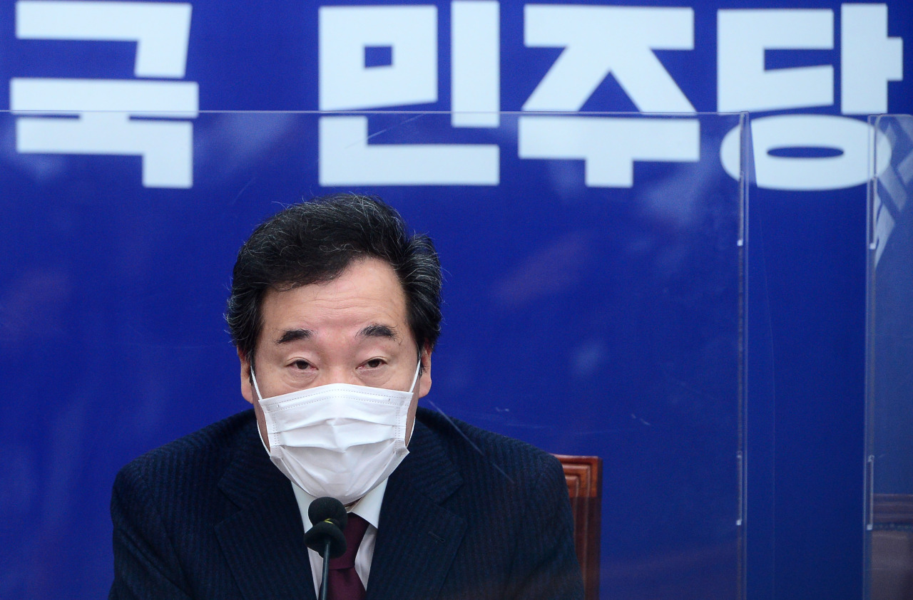 Rep. Lee Nak-yon, the chairman of Democratic Party, speaks at the party meeting on Friday. (Yonhap)