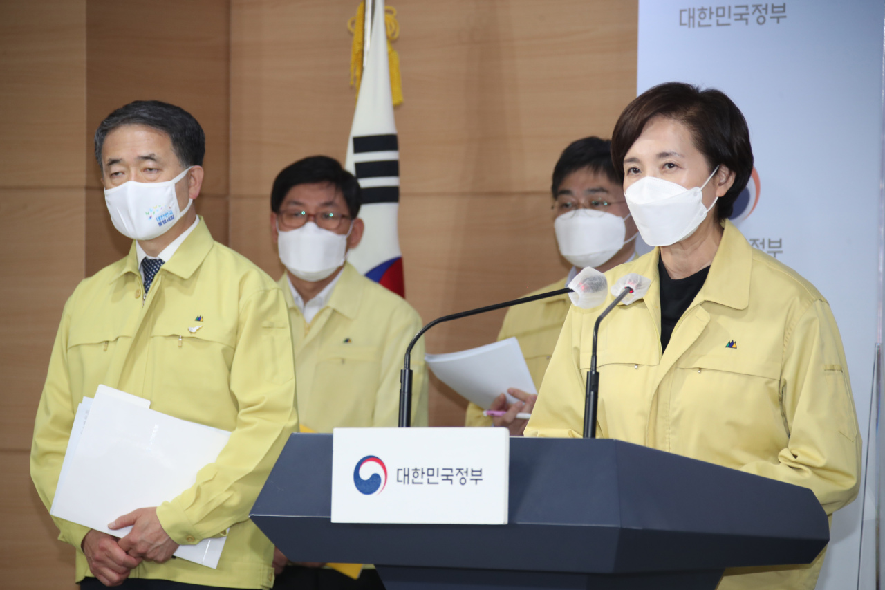 Education Minister Yoo Eun-hae speaks during a press briefing Sunday. (Yonhap)