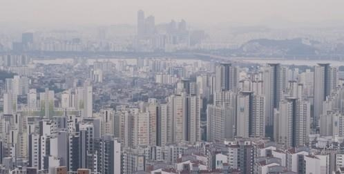 This photo taken Oct. 21, 2020, shows apartment complexes in central Seoul. (Yonhap)