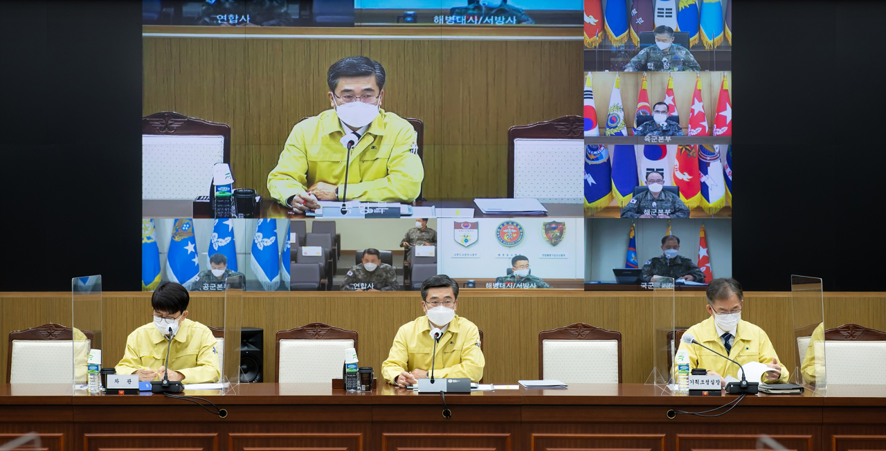 Defense Minister Suh Wook (middle)chairs a teleconference with key commanders to discuss coronavirus measures, Nov. 16, 2020. (Ministry of National Defense)