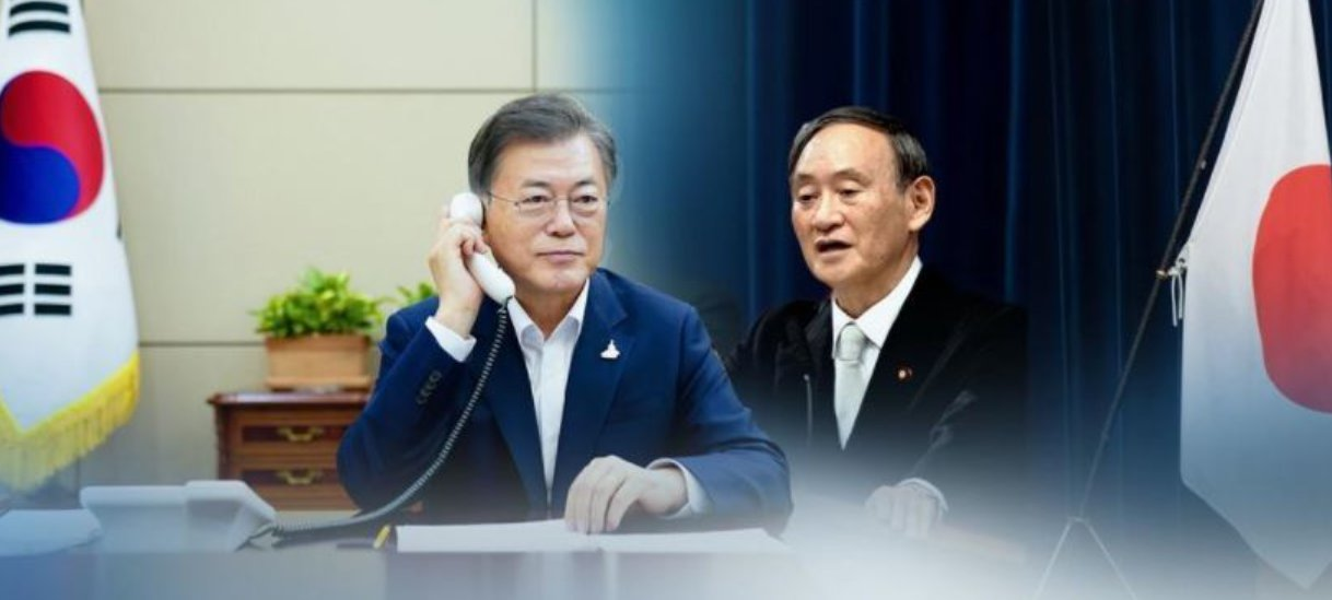 President Moon Jae-in and Japanese Prime Minister Yoshihide Suga (right). (Yonhap)