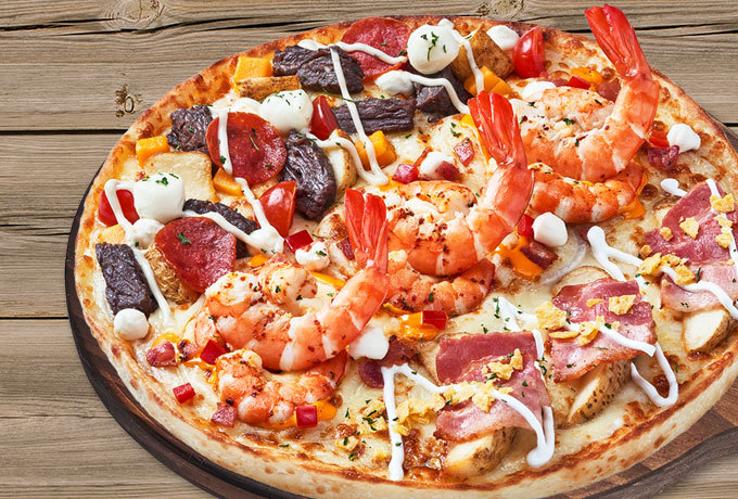 A promotional picture of pizza product of Mr. Pizza (MP Group)