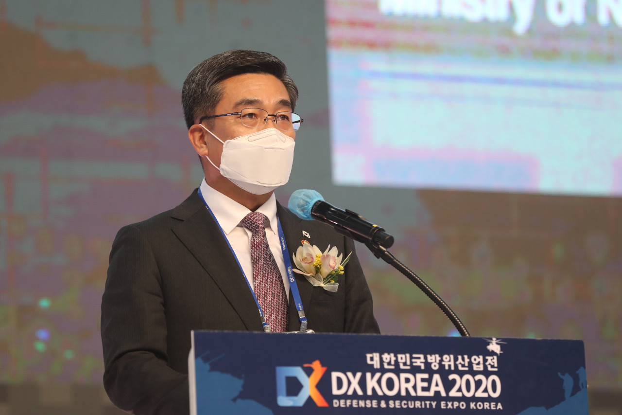 Defense Minister Suh Wook delivers a congratulatory message at an annual defense expo in Goyang, Gyeonggi Province, Nov. 18, 2020. (Yonhap)