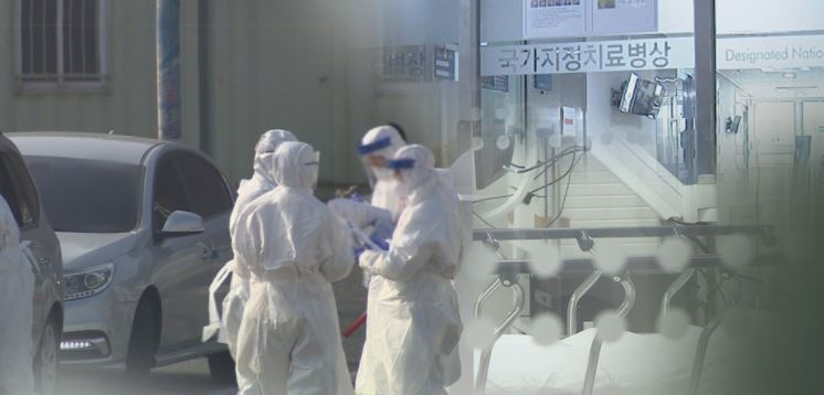 Health workers clad in protective gear. (Yonhap News TV)
