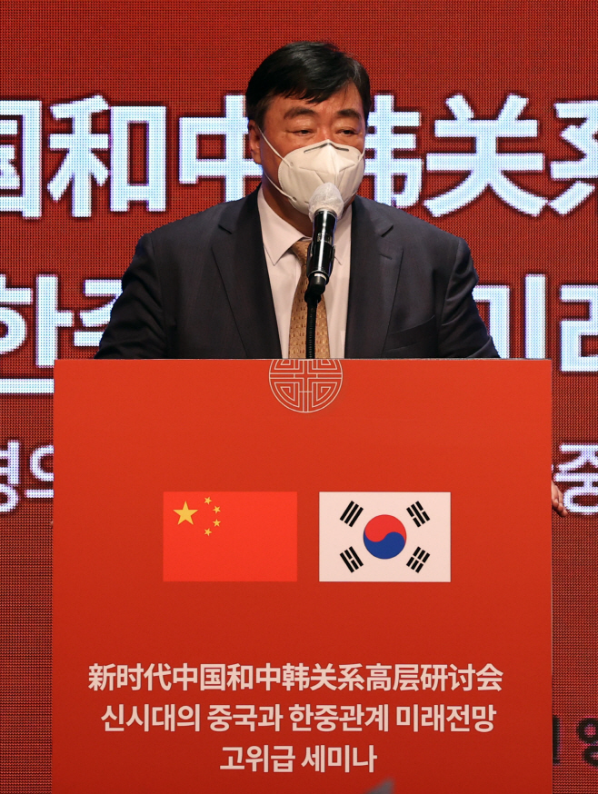 Chinese Ambassador to South Korea Xing Haiming speaks during a forum in Seoul on Wednesday. (Yonhap)