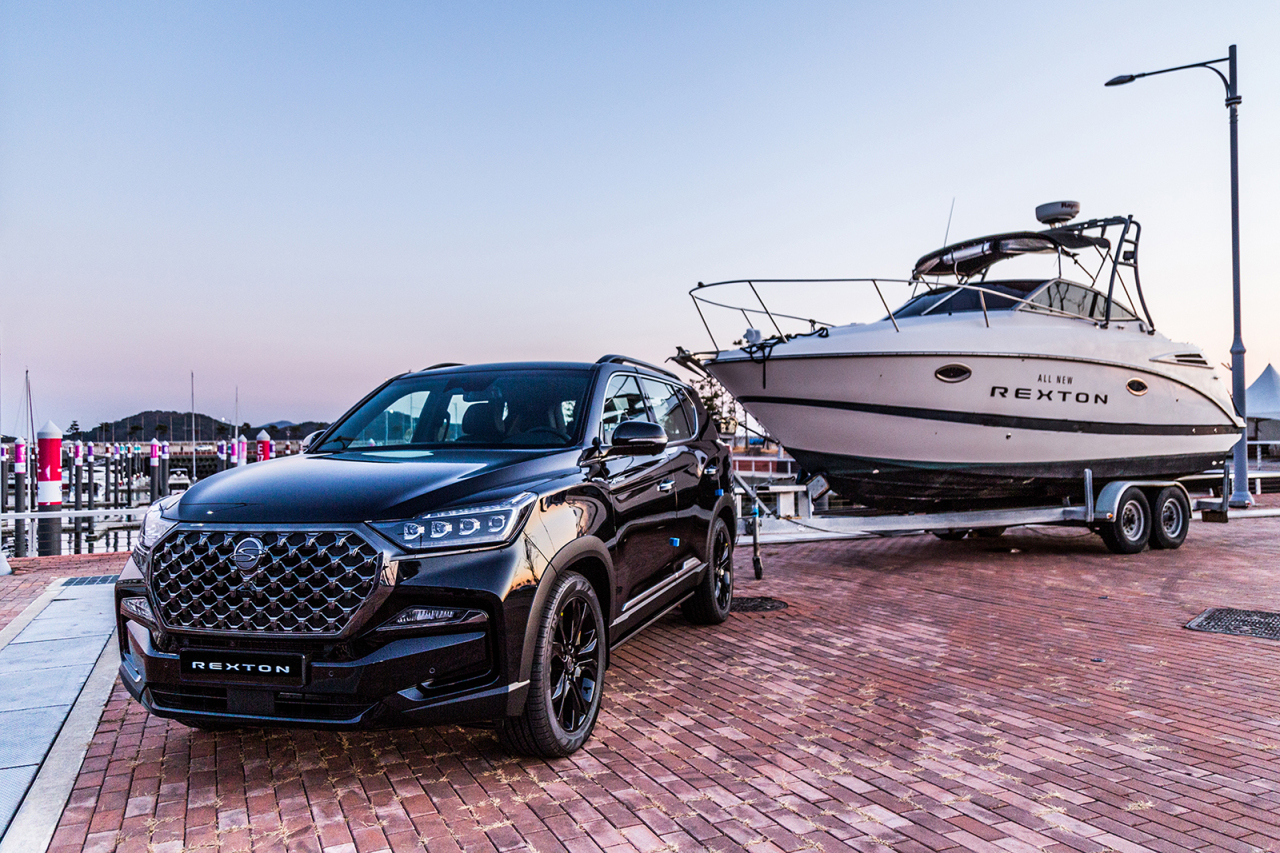 All-New Rexton towing a yacht (Ssangyong Motor)