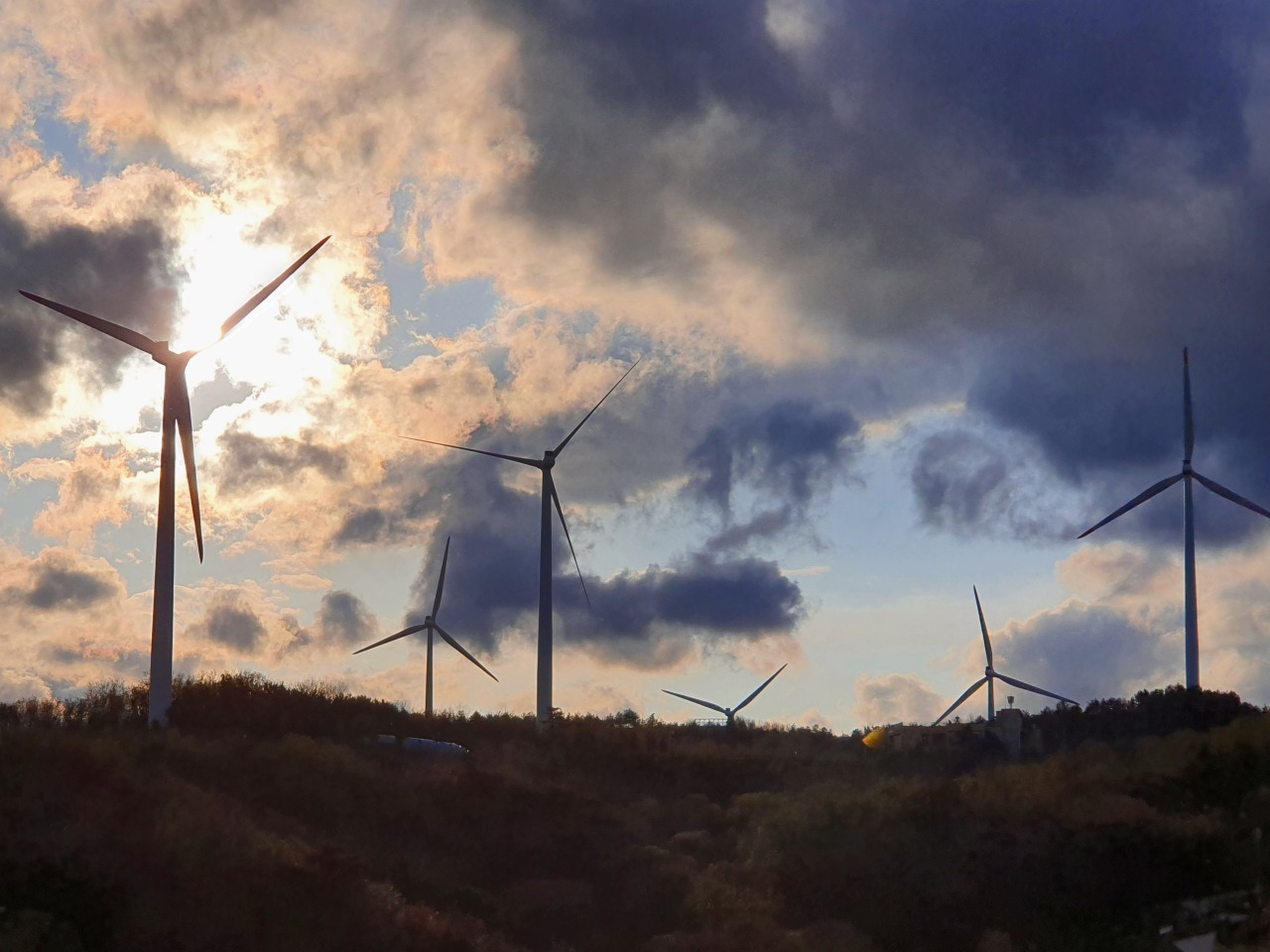 Wind turbines installed at Yeongdeok Wind Farm are in operation. (Kim Byung-wook/The Korea Herald)