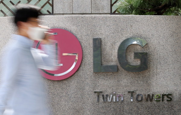 The file photo taken Sept. 23, shows the corporate logo of LG Group at its headquarters in western Seoul. (Yonhap)