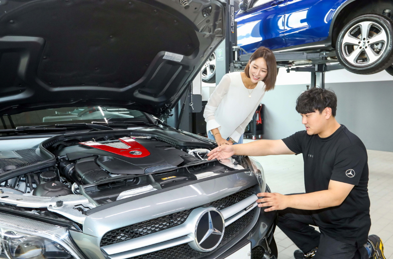 A Mercedes-Benz Korea engineer looks at a customer's vehicle at a local service center. (Mercedes-Benz Korea)