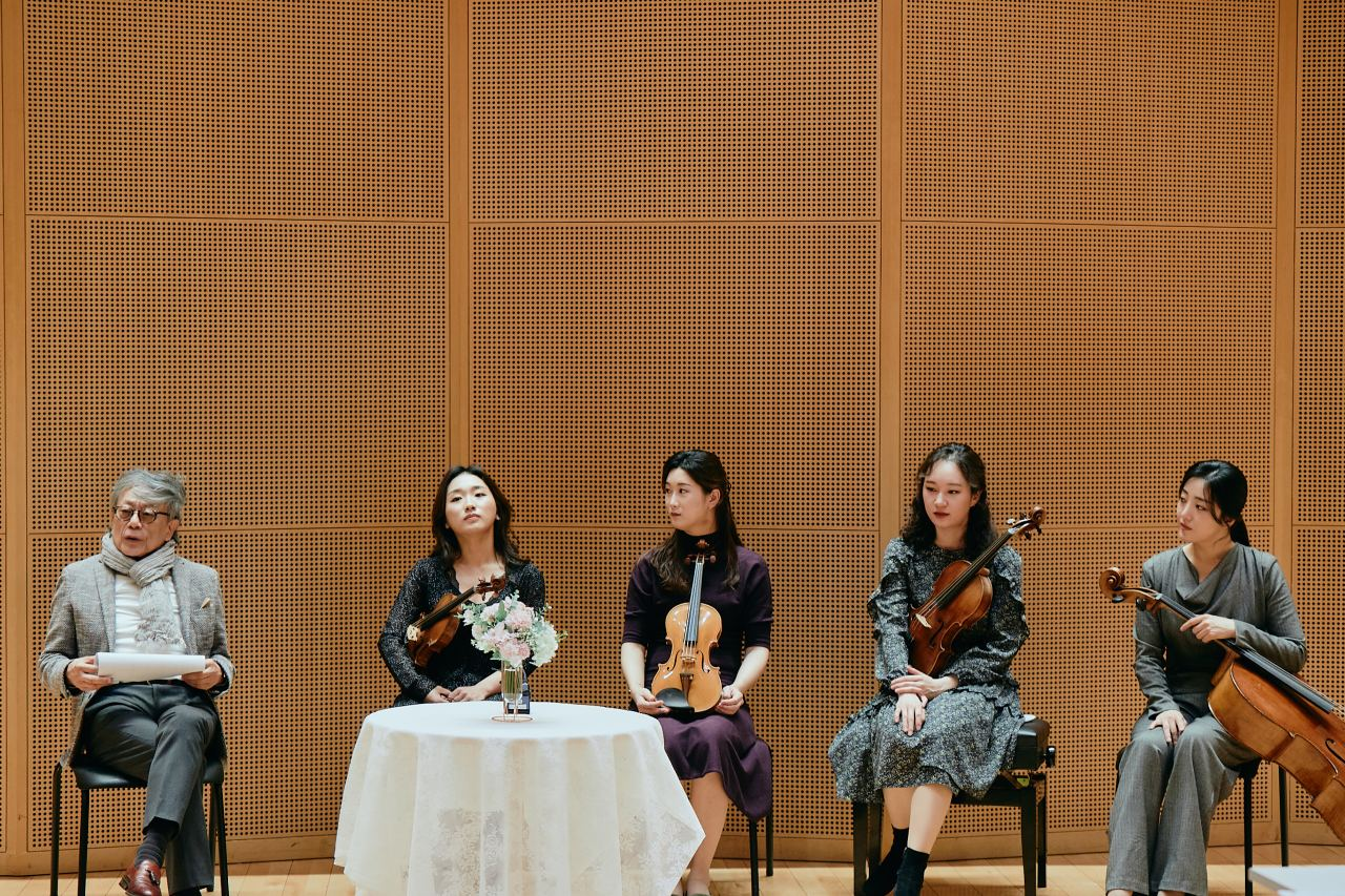 From left: The Korean Chamber Orchestra's Music Director Kim Min, violinist Bae Won-hee, violist Kim Ji-won, violinist Ha Yu-na and cellist Heo Ye-eun, speak at a press event held Monday at the Lotte Concert Hall in eastern Seoul. (Lotte Foundation for Arts)