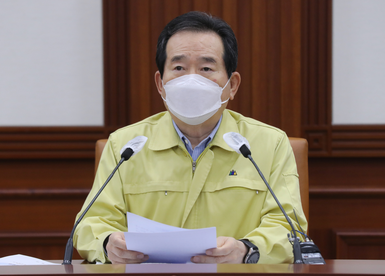 Prime Minister Chung Sye-kyun presiding over a meeting of the Central Disaster and Safety Countermeasures Headquarters at the government complex in Seoul on Sunday. (Yonhap)