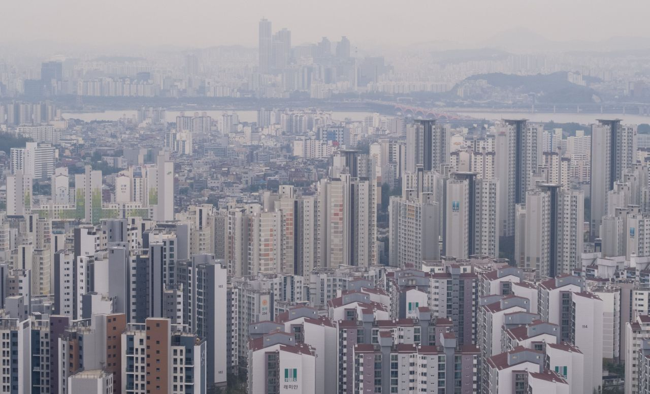 Apartment complexes in central Seoul. (Yonhap)