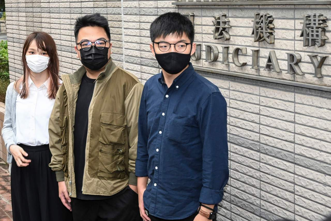 Pro-democracy activists (L-R) Agnes Chow, Ivan Lam and Joshua Wong arrive for their trial at West Kowloon Magistrates Court in Hong Kong on Monday. (AFP-Yonhap)