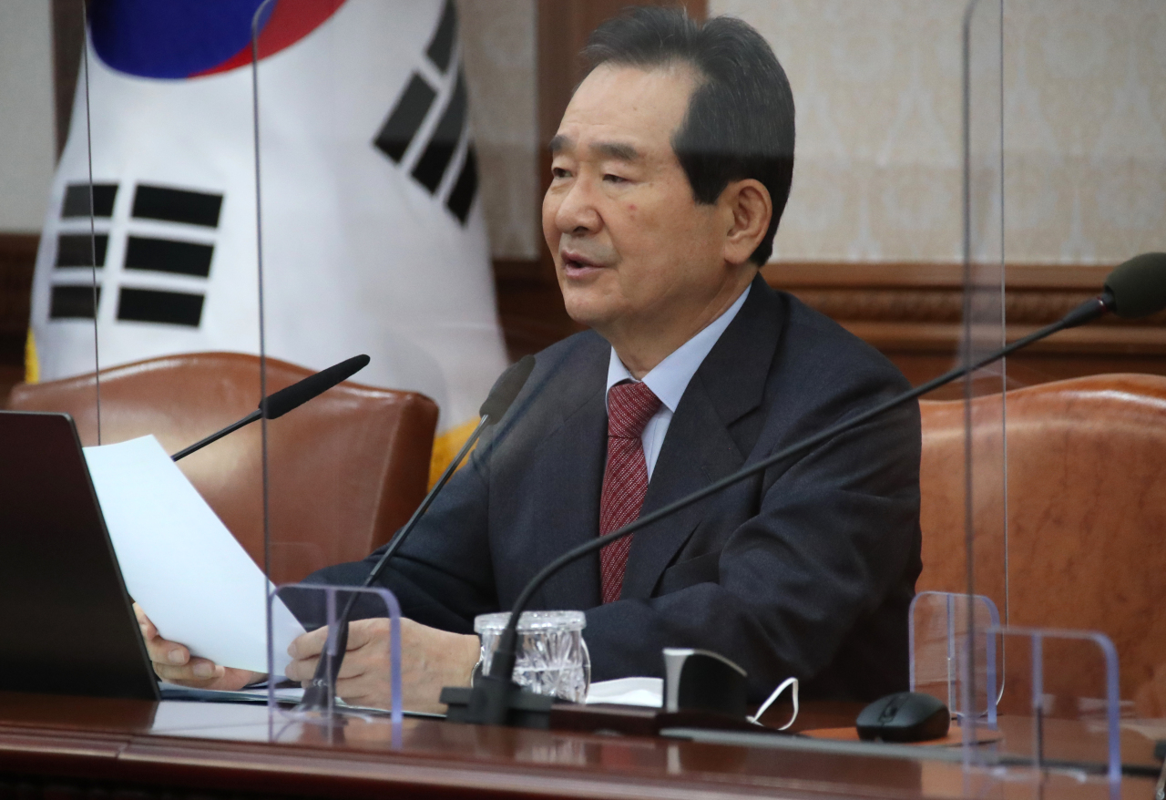 Prime Minister Chung Sye-kyun presides over a Cabinet meeting on Monday, at the government complex in Seoul. (Yonhap)