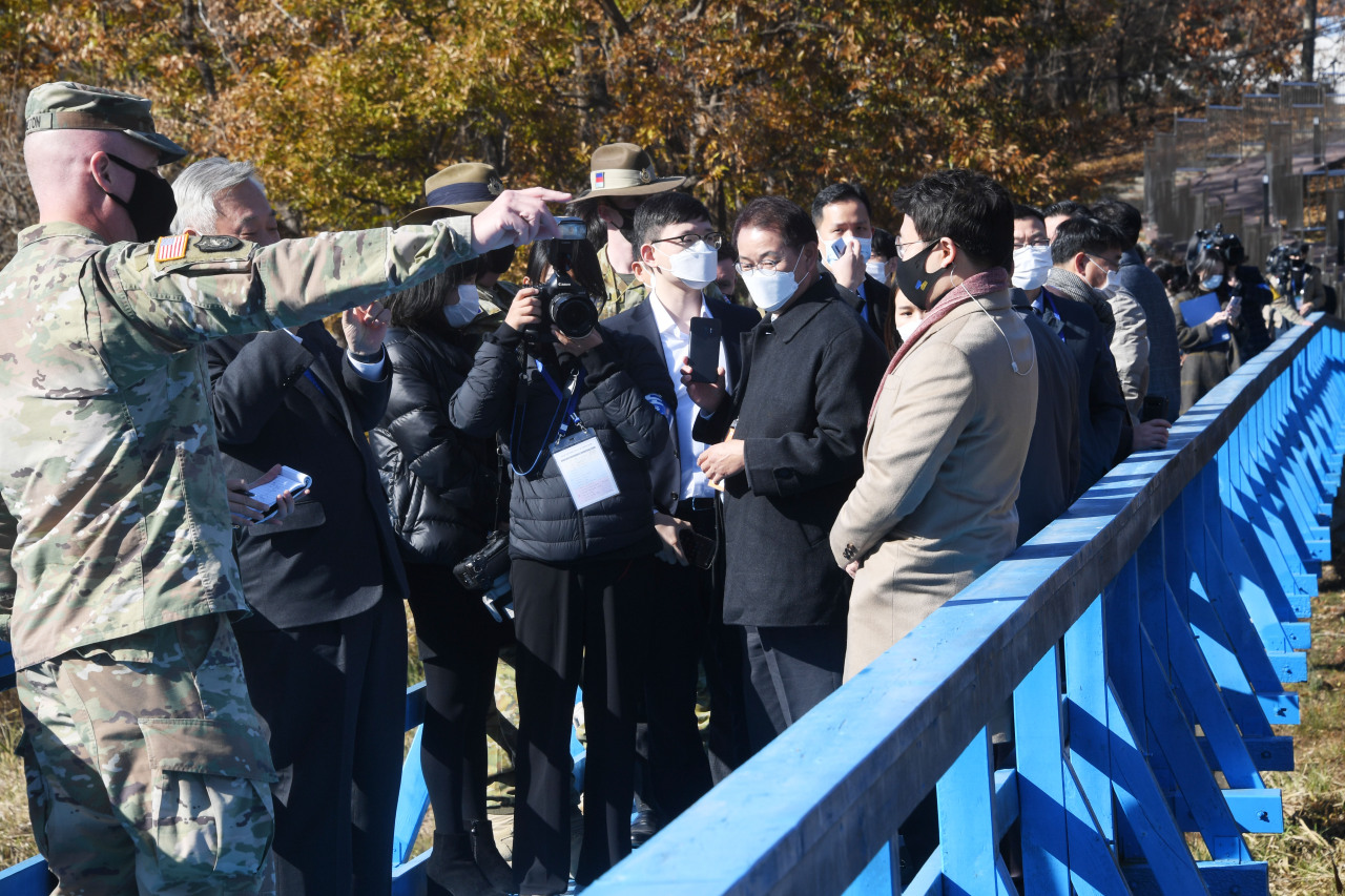 A group of people, including journalists, visits the truce village of Panmunjom, in this photo provided by Press Corps on Nov. 4, as a tour program resumed after more than a year of suspension due to African swine fever. (Press Corps)