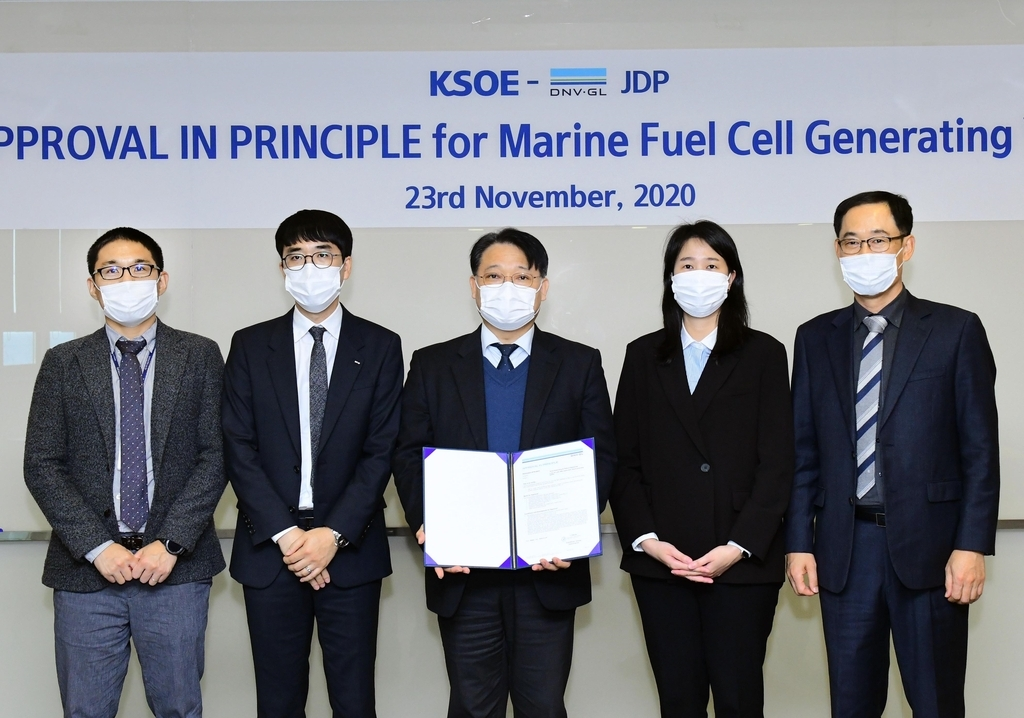 Officials from the Korea Shipbuilding & Offshore Engineering Co. and DNV-GL pose after a ceremony for an approval for the design of a SOFC-based power system. (Korea Shipbuilding & Offshore Engineering)